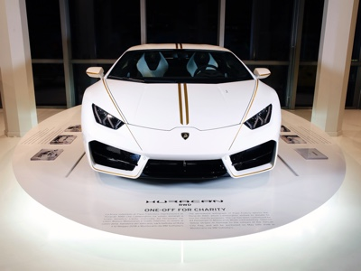 Huracán donata a Papa Francesco al Museo Lamborghini