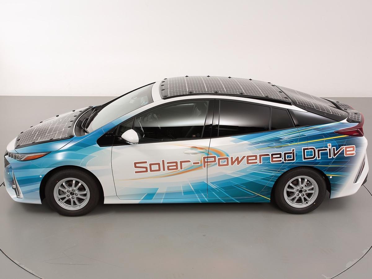 Toyota sperimenta veicoli elettrificati a carica solare