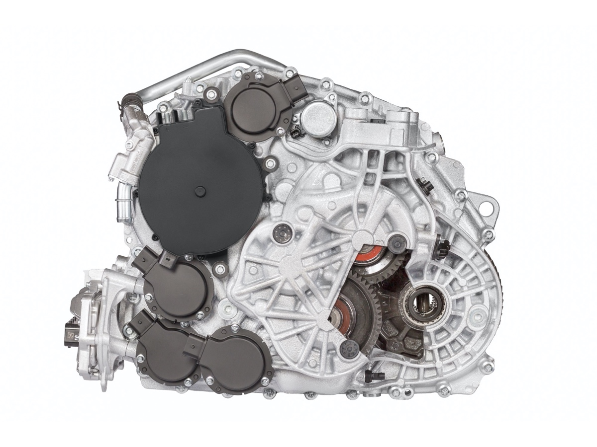 BMW: Magna produce trasmissione ibrida 48V doppia frizione