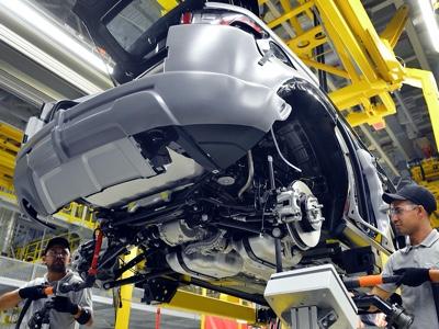 Jaguar Land Rover e Bentley fermano gli impianti in Gran Bretagna