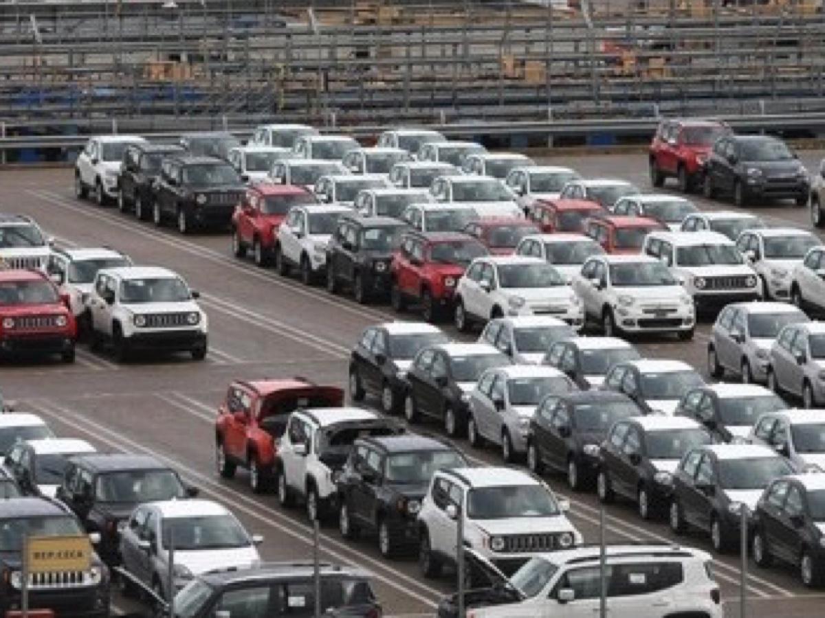 piazzale auto al porto