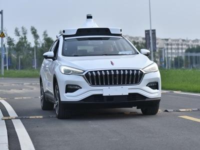 Baidu lancia il servizio commerciale di robo-taxi autonomi a Pechino