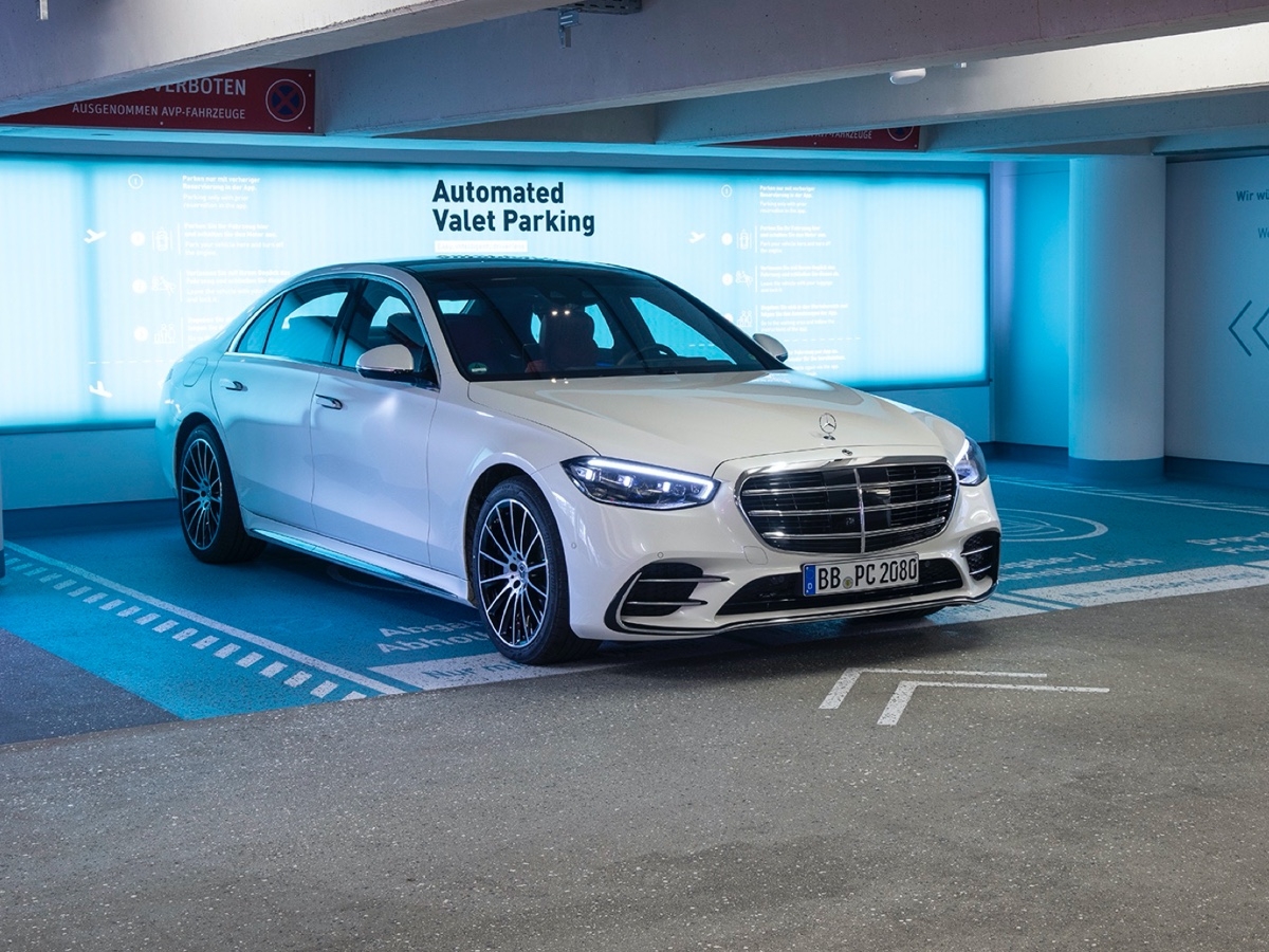 Mercedes-Benz-Bosch automated valet parking Stoccarda